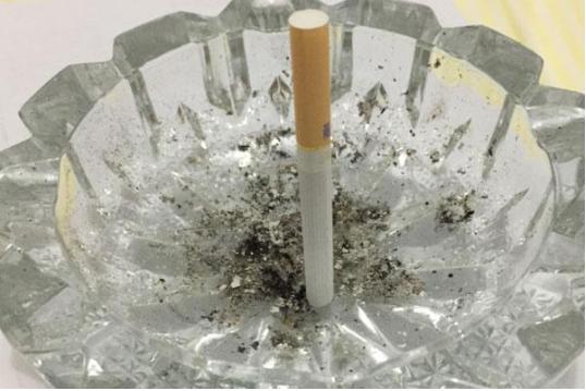 """一支""""健康""""的电子烟 究竟对人体有何伤害"""