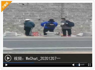 港城中学附近一 商贩向学生兜售电子烟被抓现行