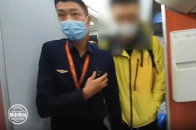 男子在飞机上抽电子烟,落地后傻眼了:以为过了安检就能抽