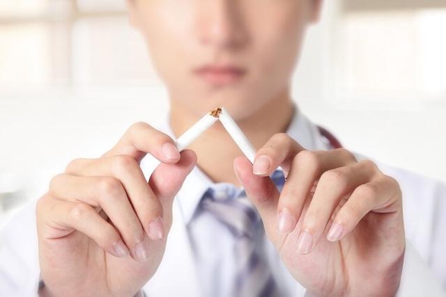 """电子烟真的是""""戒烟神器""""吗?背后的事实,老烟民可别再视而不见"""